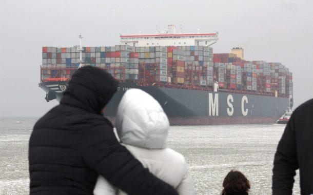Vienas didžiausių laivų pasaulyje atplaukė į Klaipėdą