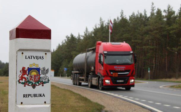 Vilkikai sieną su Latvija kerta nesustodami, tačiau kai kuriems lengviesiems automobiliams tenka grįžti atgal