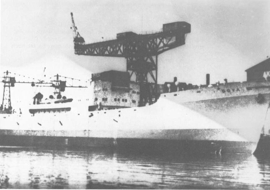 """Laivas """"Goya"""" Klaipėdos (Mėmelio) uoste. Nuotrauka iš Heinz Schöno knygos """"Flucht über die Ostsee 1944/45"""" (""""Pabėgimas Baltijos jūra"""")."""